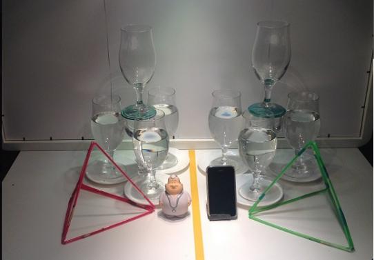 第一视频超过8比尔森眼镜之间的幽灵行动在镜子四面体结构(镜面DNA)。